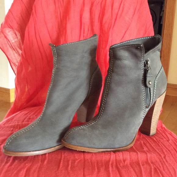 9b92f8bef2b SIGERSON MORRISON Belle Ankle Booties.